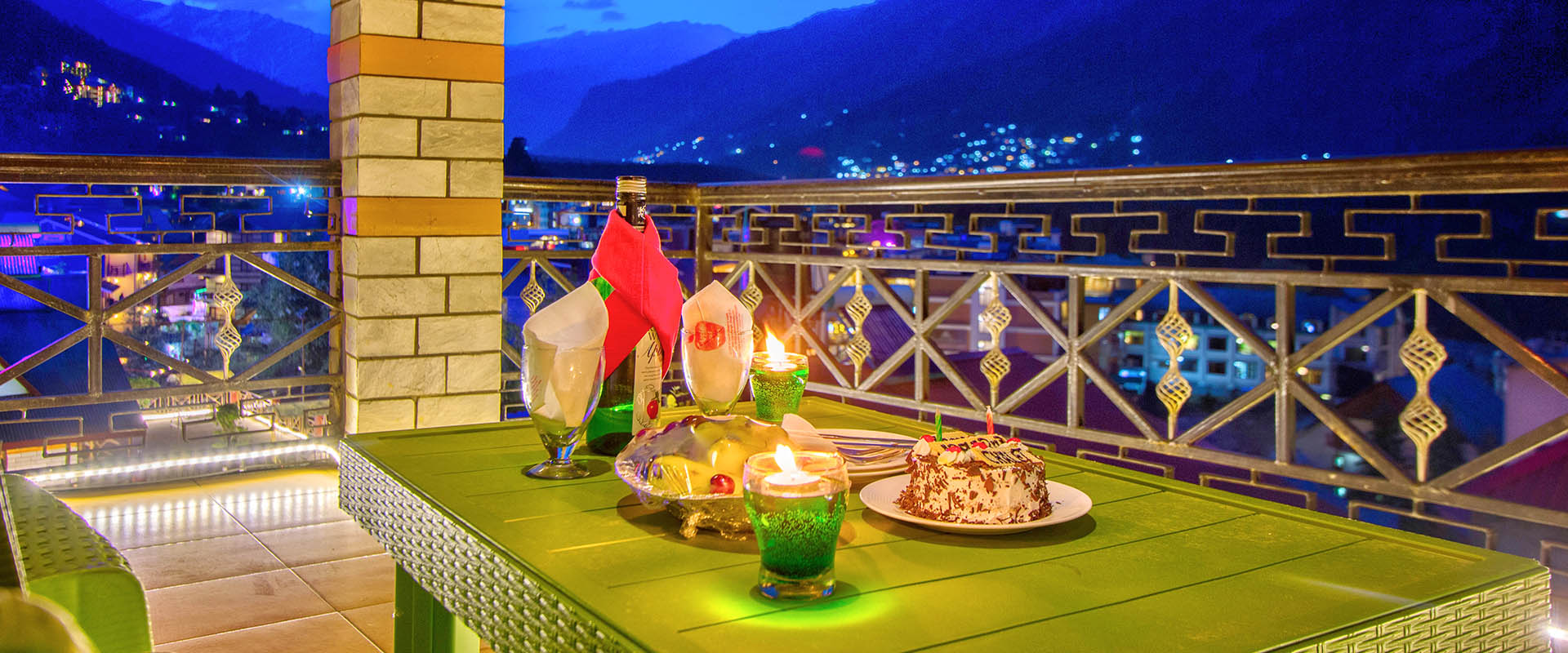 Candle Light Dinner Area, Apple Bud Cottages Manali - budget cottages in manali